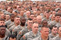 Infantrie der USA Armee: In Deutschland bezahlt der Steuerzahler die Besatzungskosten durch die USA.