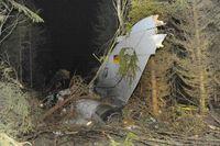 beschädigtes Kampfflugzeug vom Typ Tornado in einem Waldstück
