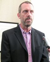 Hugh Laurie spielt Dr. Gregory House. Bild: Kristin Dos Santos / wikipedia.org