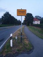 Schwarzes Kreuz am Ortseingang Schapen Bild: Polizei