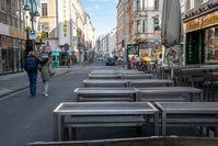Geschlossene Straßengastronomie an einem Samstagnachmittag in Köln, 21. März 2020