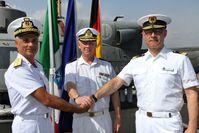 v.l. : Admiral Stefano Barbieri, Admiral Jonas Wikström, Admiral Jan C. Kaack nach der Kommandoübergabe.