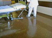 Reinigungskraft: ist oft Chemikalien ausgesetzt. Bild: pixelio.de, Rainer Sturm