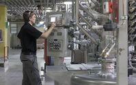 """Hightech-Produktion in einem Lackunternehmen: Die baden-württembergischen Chemie-Arbeitgeber zahlen bereits jetzt einem Tarifmitarbeiter im Durchschnitt 60.000 Euro im Jahr. Bild: """"obs/Arbeitgeberverband Chemie Baden-Württemberg e.V./ChemieBW / Frank Eppler"""""""