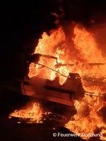 Wohnwagen brennt lichterloh Bild: Feuerwehr
