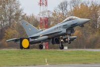 Kampfflugzeug vom Typ Eurofighter landet auf dem NATO Flugplatz Ämari/Estland im Rahmen des verstärkten Air Policing Baltikum, am 14.10.2016.