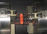 Das Laserfügen von Rohrgläsern für Solarkollektoren hat eine erhöhte Qualität, ist automatisierbar und lässt die Ausschussrate senken. Bild: Laser Zentrum Hannover e.V.