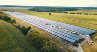 """Der E.ON Solarpark Hassel im Landkreis Stendal (Sachsen-Anhalt) mit einer Leistung von 7,8 Megawattpeak erzeugt genug Strom, um damit rund 2.500 Haushalte komplett mit Energie zu versorgen. Bild:""""obs/E.ON Energie Deutschland GmbH\"""""""