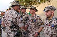 Soldaten werden für ihren Einsatz ausgezeichnet. Bild: PIZ Kunduz