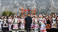 Xi Jinping und die Chinesen feiern - Corona ist besiegt, das Leben geht seit Sommer 2020 wieder ganz normal weiter - auch ohne Im pfung.