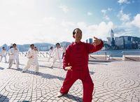 Menschen bei der Tai Chi Praxis in Hongkong  Bild: Hong Kong Tourism Board Fotograf: Hong Kong Tourism Board
