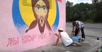 """Bild: Screenshot Youtube Video """"У Баранівці на стіні колишнього поста ДАІ з'явився образ Ісуса Христа"""""""