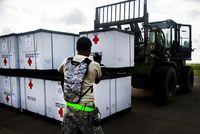 Ausladen von Hilfsgütern im Ebola Gebiet. Bild:  US Army Africa posted on Flickr
