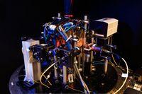 Experimenteller Aufbau zum Einfangen von atomaren Wolken mit Mikrochips. Bild: Max Riedel, LMU München