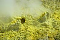 Dampfende Schwefel-Fumarole auf White Island in Neuseeland  (Symbolbild)