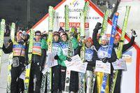 Siegerehrung im Mannschaftsspringen Photo: Kurt U. Heldmann / Plus.de - FIS-Team-Tour 2012