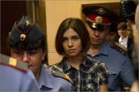 Nadeschda Tolokonnikowa von Pussy Riot im Gericht in Moskau, Juni 2012