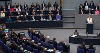 Debatte im Deutschen Bundestag, links die Bank der Bundesregierung, 2014