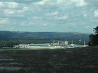 Ramstein Air Base: Zentralgebäude mit Flugfeld, von Burg Nanstein aus gesehen
