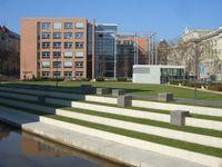 Das Geisteswissenschaftliche Zentrum (GWZ) der Universität Leipzig (rechts Bibliotheca Albertina)