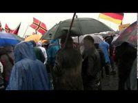 """Screenshot aus dem Youtube Video """"PEGIDA: 27.04.2015 Rede von Tatjana Festerling bei Gewitter und Starkergen. 3000 Teilnehmer. Teil 2"""""""