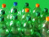 Plastikflaschen: potenziell Militärausrüstung.