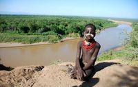 Der Gibe III-Staudamm wird die natürliche Überflutung des Omo-Flusses stoppen, von der die indigenen Völker der Region abhängen. Bild: Survival