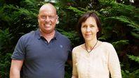 """Heiko Schrang und Petra Paulsen (2021) Bild: SS Video: """"SchrangTV: Bekannte Lehrerin spricht Klartext vor der Wahl"""" (https://wirtube.de/w/6dKLaSTAbwFGkzjGBmBq3U?autoplay=1) / Eigenes Werk"""
