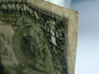 Dollarnote: Finanzinstitute zahlen erneut höhere Boni. Bild: aboutpixel.de, Jeffrey Le_Blond