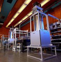 Die Caesium-Fontänenuhren CSF1 und CSF2 in der Uhrenhalle der PTB. Foto PTB