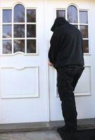 Einbrecher: bewirkt hohen ökologischen Fußabdruck. Bild: pixelio.de, Rike