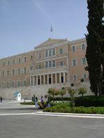 Das griechische Parlamentsgebäude in Athen. Bild: Sekundenschlaf / wikipedia.org