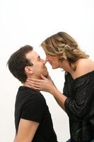 Paar: Vor dem Kuss wird recherchiert. Bild: pixelio.de/Alexandra H.
