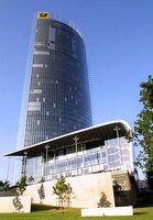 Konzernzentrale - Post Tower mit Konferenzgebäude. Bild: Deutsche Post AG