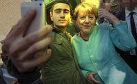 Angela Merkel steht wegen Ihrer Einladung von Flüchtlingen aus aller Welt in der Dauerkritik in Deutschland (2017)