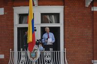 Assange: er lässt nichts unprobiert. Bild: flickr/Snapperjack