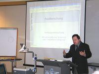 Mirko Mojsilovic bei seinem Vortrag