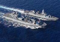Der Einsatz-und Ausbildungsverband 2008 trifft im Mittelmeer die Fregatte HESSEN und führt ein RAS-Manöver durch.