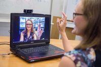 Franziska Müller vom Max-Planck-Institut für Informatik hat eine Software entwickelt, die Handbewegungen in Echtzeit dreidimensional erfasst. Quelle: Oliver Dietze (idw)