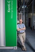 An der ESI-Plattform: Frédéric Vogel, Leiter der Gruppe Katalytische Verfahrenstechnik am PSI und Professor für Erneuerbare Energien an der Fachhochschule Nordwestschweiz.Quelle: Foto: Paul Scherrer Institut/Mahir Dzambegovic (idw)