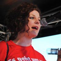 Gesine Agena auf einer Demonstration in Hamburg für die Schulreform im Juni 2010