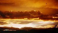 Wolken nicht-leitender Sandkörnchen können Blitze erzeugen. Bild: pixelio.de/Bast