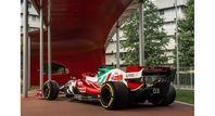 Fahrzeuge des Teams Alfa Romeo Racing ORLEN treten in spezieller Farbgebung an.  Bild: Alfa Romeo Fotograf: Alfa Romeo
