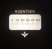 Blick in ein Taschendosimeter zur Dosisbestimmung, hier 320 Röntgen Bild: Wusel007 / de.wikipedia.org