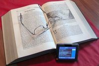 Buch: Raubkopien von E-Books sollen verhindert werden. Bild: pixelio.de, Spille