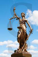Justitia: großer Zorn über mildes Urteil für Edathy. Bild: Wengert/pixelio.de