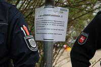Spielplatz geschlossen: Polizei und Ordnungsamt überprüfen die Einhaltung der Verbote in Osnabrück.  Bild: Polizei Osnabrück