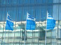 Flaggen vor dem Kone Hauptquartier in Espoo