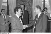 Minister Jürgen Warnke (r.) begrüßt 1986 den Präsidenten der Republik Guatemala, Marco Vinicio Cerezo Arévalo