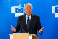Grabesritter des Papstes und EU-Innenkommissar Dimitris Avramopoulos (2018)